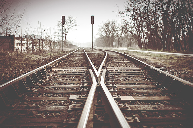 railroad-tracks-with-railroad-switch-two-paths-come-together-3888x2592_20466